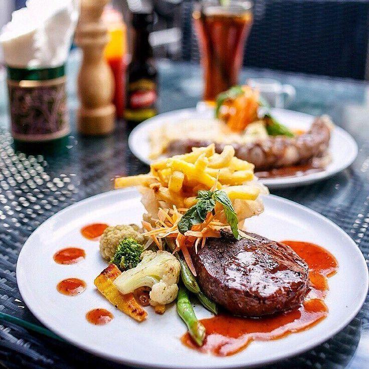 Ini bukan steak biasa...  Ini adalah 180g center-cut tenderloin beef steak yang gurih dan tender di panggang dengan BBQ professional. .. Dengan banyak pilihan side dish & saus. ..  Hanya Rp 115k nett! .. Photo by: @streetfoodstories  #ceritamakan #ceritamakanjogja #jogjakuliner #kulinerjogja #yogyakuliner #jogjaresto #jogjafoodie #kulineranjogja #jogjaculinary #restojogja #jogjataste #jogjamakan #jogjafood
