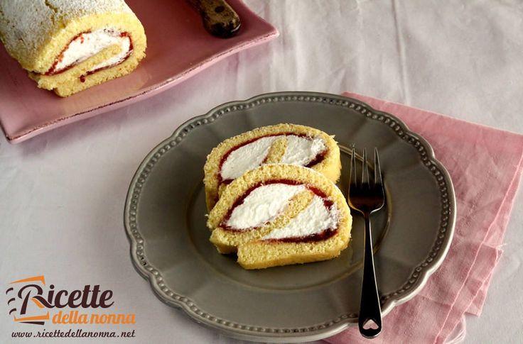 Una variante estiva del rotolo alla Nutella farcita con panna montata e marmellata di ciliegie un dolce invitante che riscuote sempre molto successo.