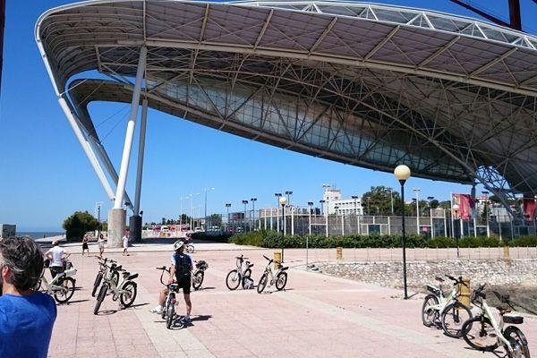 """L'ARTE CHE NON TI ASPETTI Lisbona si adatta perfettamente alla mobilità lenta e all'aria aperta, che sia a piedi o in bicicletta, ma ti consigliamo di dare una sbirciatina alle """"viscere"""" della città: la metropolitana lusitana è tra le più colorate del mondo, alcune fermate lungo le quattro linee sono autentici musei d'arte e architettura contemporanea.  http://www.jonas.it/vacanza_lisbona_1218.html"""