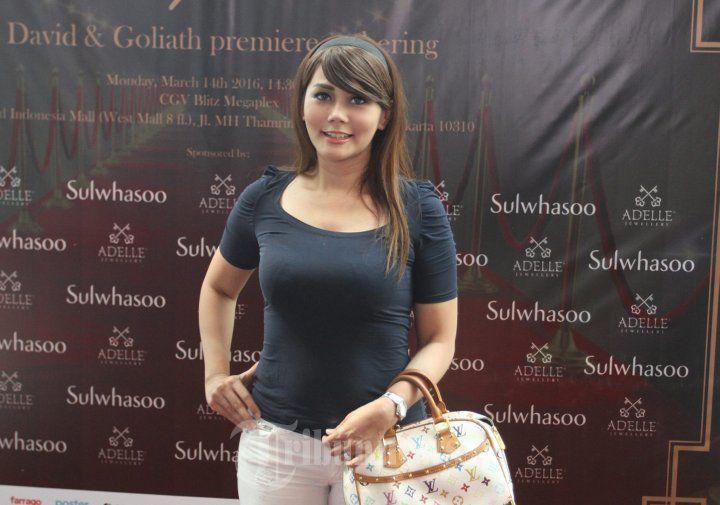 ANITA HARA - Anita Hara, pada acara gala premiere film David & Golitah di CGV Blitz, Mal Grand Indonesia, Jakarta Pusat, Senin (14/3/2016). Film ini bercerita tentang kehidupan Nabi David. WARTA KOTA/NUR ICHSAN