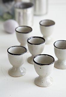 6 stk keramik æggebægre - 200kr. Køb dem på www.loppedesign.dk