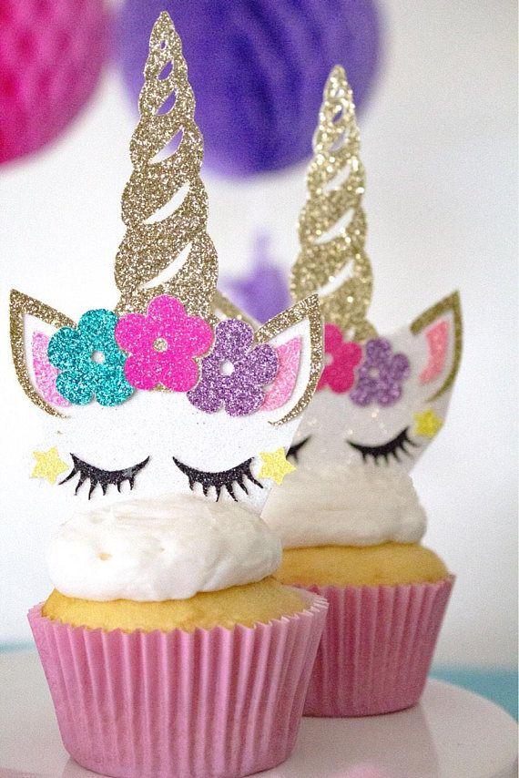 Die besten 25 unicorn cupcakes toppers ideen auf for Zimmer deko cupcake