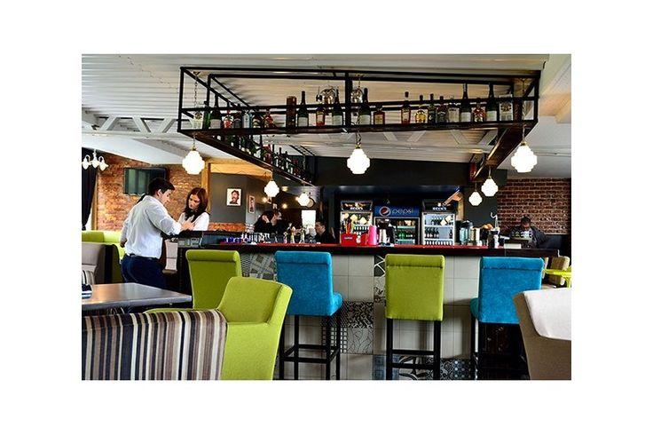 Arhitectul coordonator Octavian Roman, Creativ Interior, a recurs la serviciile Atas Lighting si, astfel, SummerTime Pub & More a fost completat cu obiecte de iluminat realizate prin comanda speciala