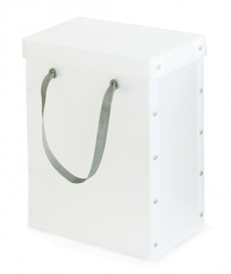 I like the way this box has been joined together, I think it would be easy to make and it looks pretty cool. I also like the idea of using a handle on a box, and it is something i would like to add into my design.