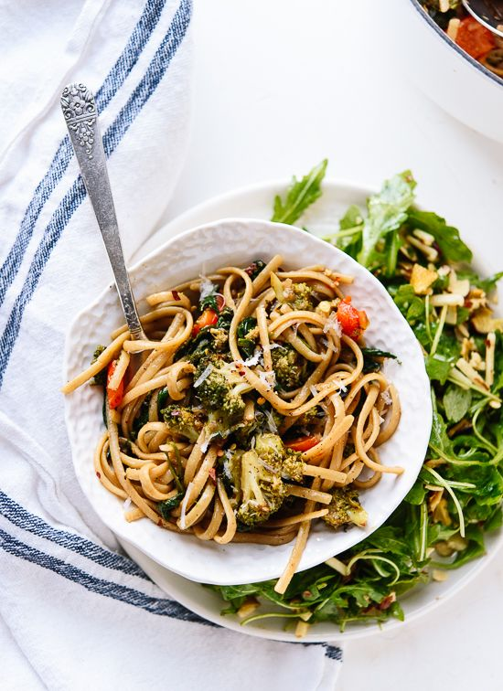 Spinach pasta with roasted broccoli and bell pepper - cookieandkate.com