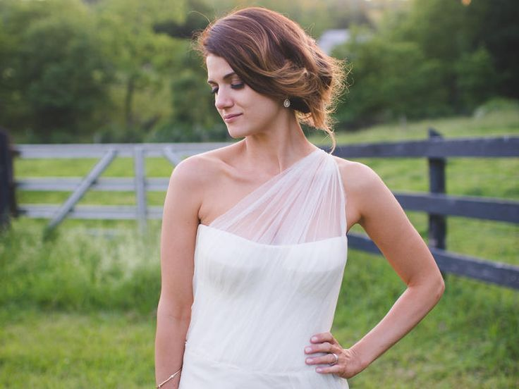 Match Your Hairstyle to Your Wedding-Dress Neckline