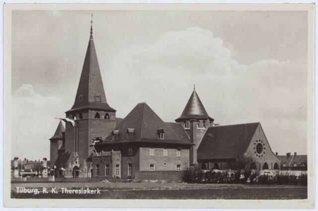 1939, Theresiaparochie, De Theresiakerk en pastorie aan het Theresiaplein. Met ingang van 15 augustus 1928 werd de parochie Veldhoven opgericht die als patrones kreeg de H. Theresia van het Kindje Jezus (Theresia van Lisieux)