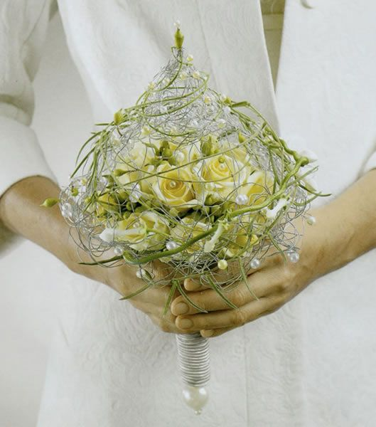 Modern bridal bouquet with wire | Blumen Link Fulda Floristik