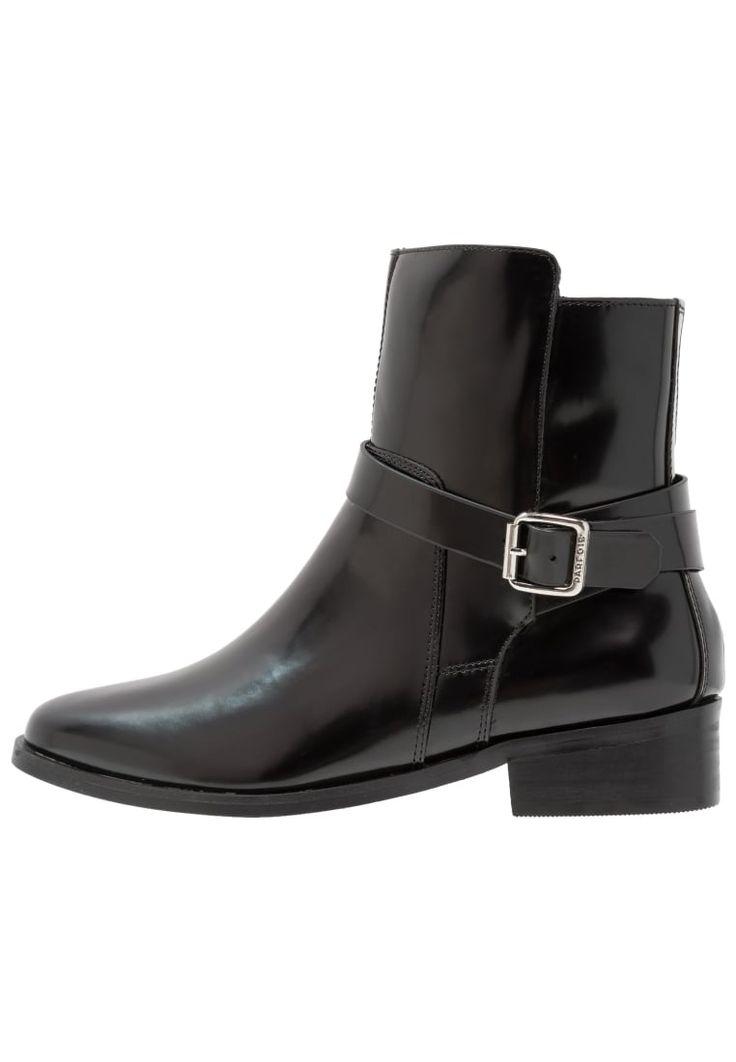 ¡Consigue este tipo de zapatos abiertos de PARFOIS ahora! Haz clic para ver los detalles. Envíos gratis a toda España. PARFOIS Botines black: PARFOIS Botines black Zapatos   | Material exterior: piel de imitación de alta calidad, Material interior: cuero de imitación/tela, Suela: fibra sintética, Plantilla: cuero de imitación | Zapatos ¡Haz tu pedido   y disfruta de gastos de enví-o gratuitos! (zapatos abiertos, abierto, open, offene schuhe, zapatos abiertos, chaussures ouvertes, sca...