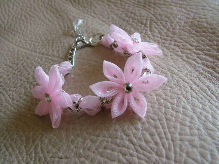 Braccialetto con fiori in organza per bambine regolabile