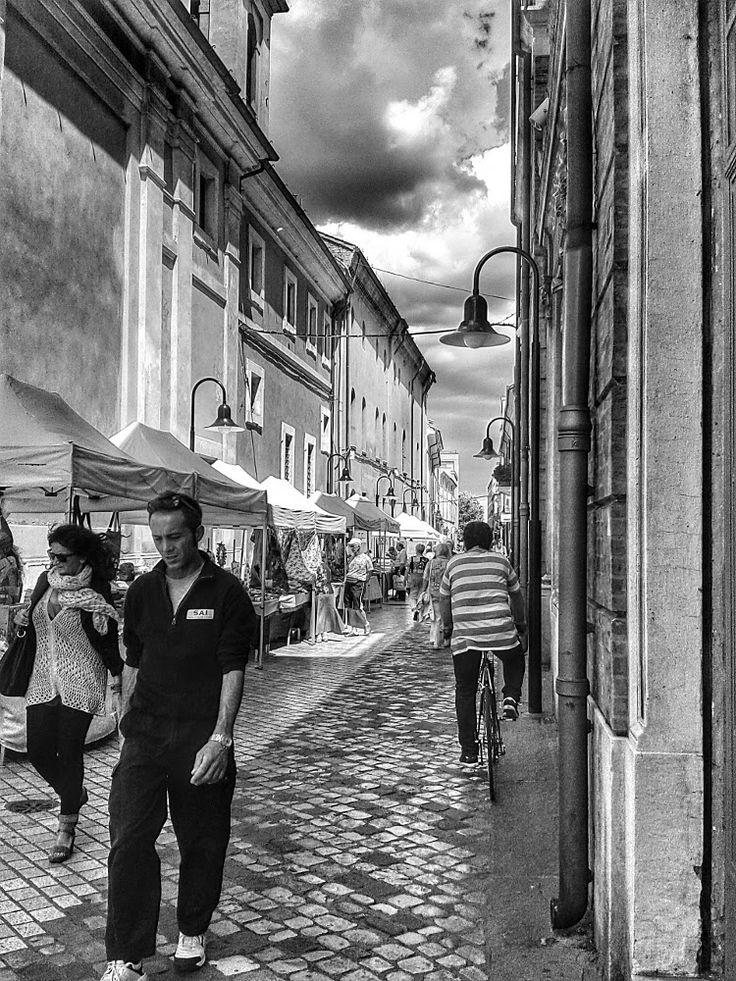 Ravenna, centro storico, foto in bianco e nero di Rob Damat.