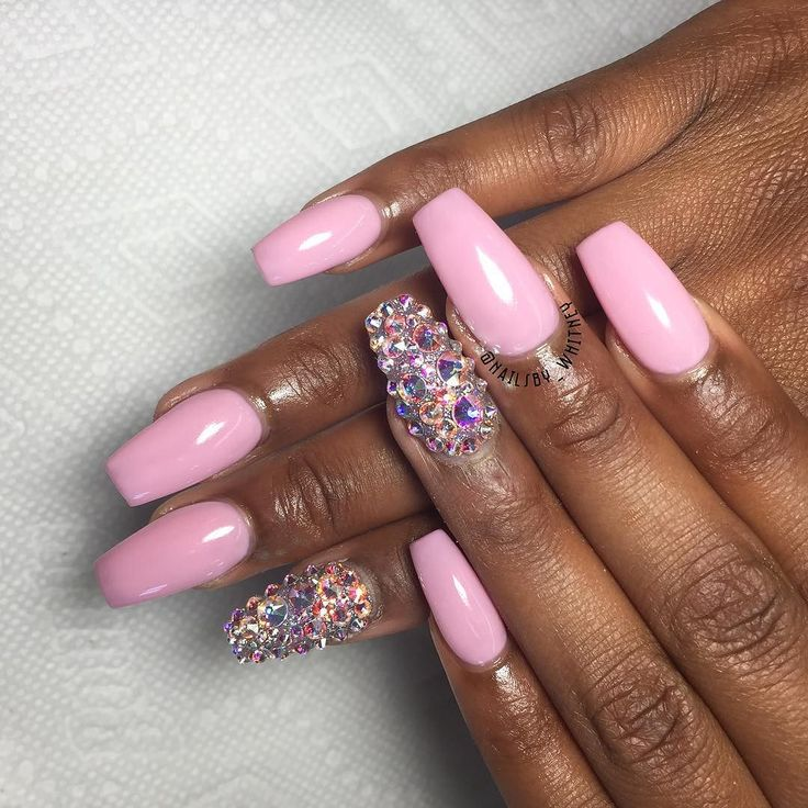 she loved her nails thanks for coming boo   #branco #nails #wakeupandmakeup #preto #gelmanicure #rosa #love #hubabeauty #instanails #vegas_nay #nailswag #unhas #essie #opi #pretty#girl #anastasiabeverlyhills #styles #prettnails #cotd #nailedit #nailsbywhitney #Ohio #rainyday #love #photooftheday #rainbow #tbt #instagood by nailsby_whitney