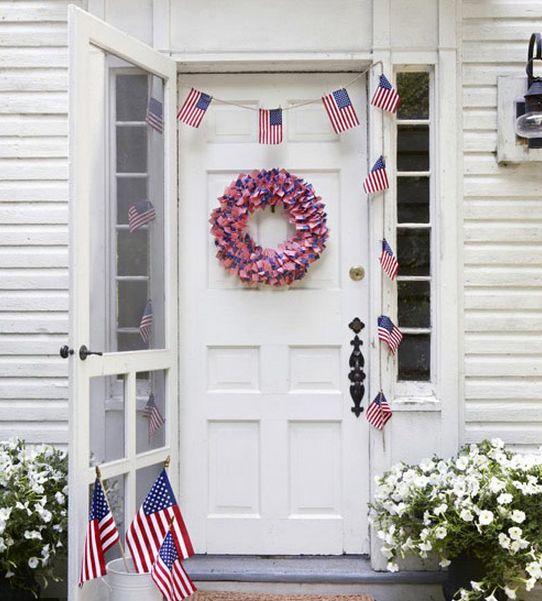 4th of July Flag Cupcake Pick Wreath & Easy Flag Bunting ...