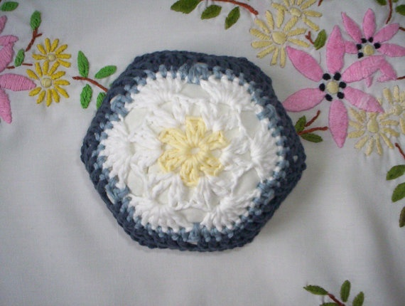 Crochet African flower pincushion organic cotton by BabanCat