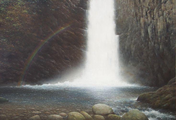 「 虹」油彩(P50号) 2016年  八ヶ岳を源流とする大門川の三滝の一つ「大滝」で、落差16mと規模は小さいが、優美で且つ野趣溢れる密やかな滝である。  目に鮮やかな紅葉映す秋の姿、凛として清冽な冬の姿、そして雨後の若葉輝く早春の姿と、滝の四季の風情を描いてみた。