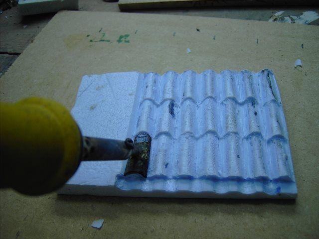 Come costruire un tetto con tegole in polistirolo