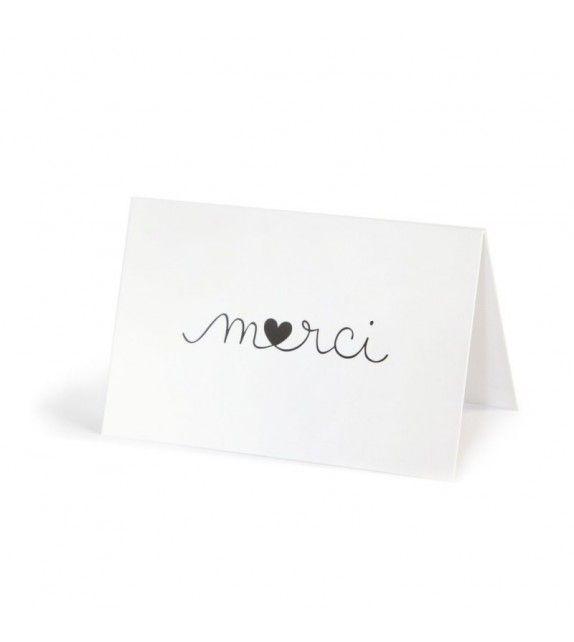 Carte double pliée (2 pages) - intérieur blanc Dimensions : 8,5 x 5,5 cm (format carte de visite) Illustré par Zü La carte est vendue avec une mini enveloppe kraft. - milkybunnies