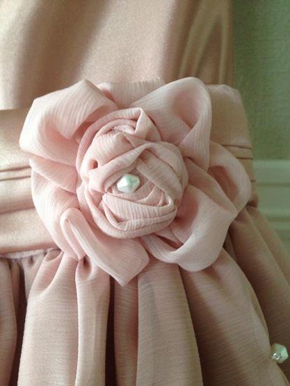 Rose på kjolen