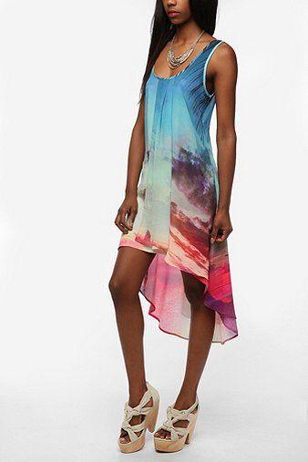 This dress screams summer. Shouts it from the rooftops....And the pattern is not overwhelming for a small frame.