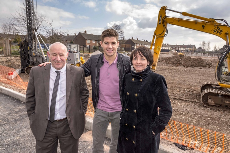 #StevenGerrard, England and Liverpool captain joined us for the official launch of the Bluebell Park build! For more info about the build, click here!