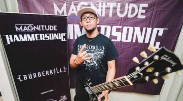 Eben Burgerkill Minta Bendera Tauhid Diturunkan Begini Reaksi Pembina Punk Muslim http://news.beritaislamterbaru.org/2017/06/eben-burgerkill-minta-bendera-tauhid.html
