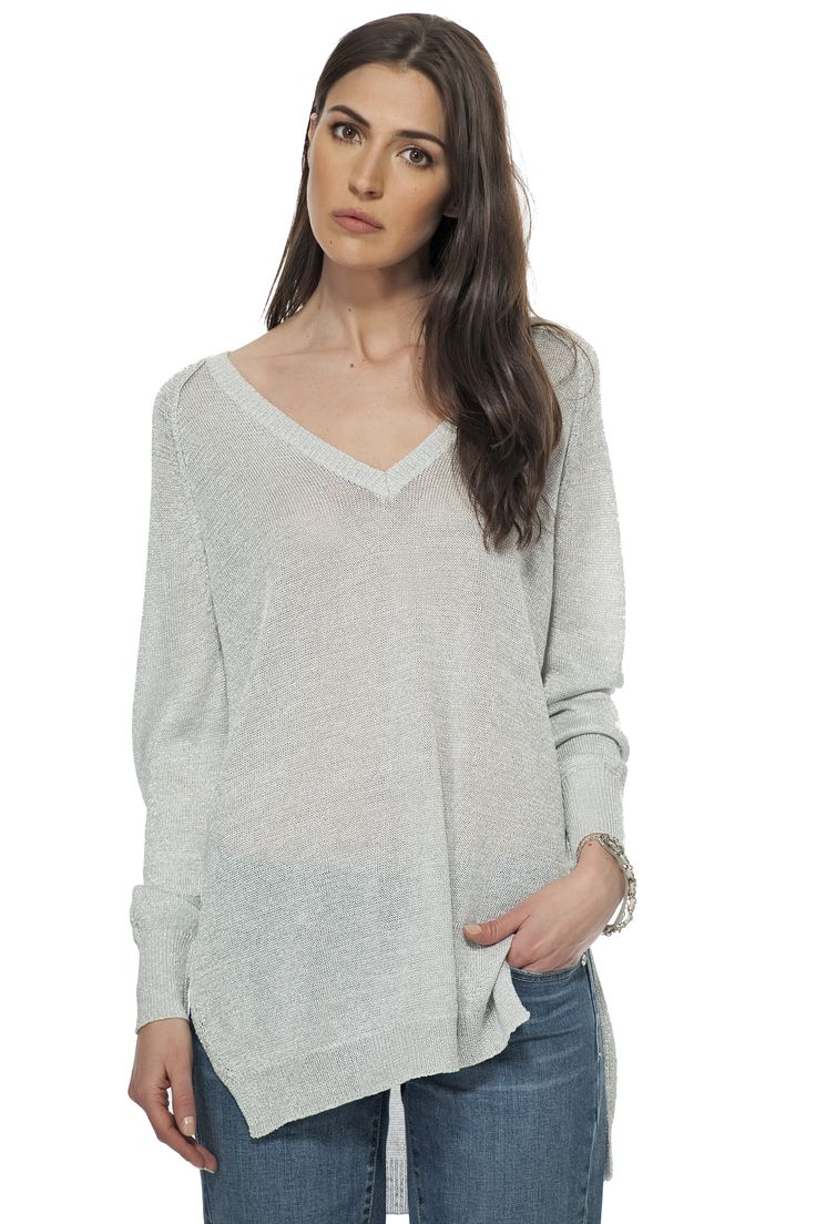 Pull à effet métallique & col en V / V neck metallic effect sweater  https://www.tristanstyle.com/en/women/new-arrivals/v-neck-metallic-effect-sweater/6/fv040c1081z/