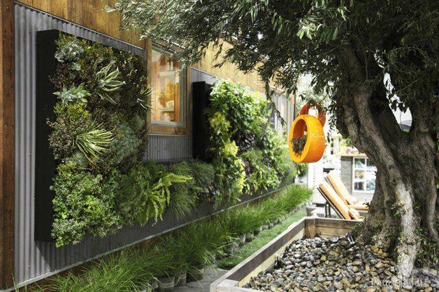 Kleingarten anlegen Ideen vertikale Begrünung Wand Sichtschutz