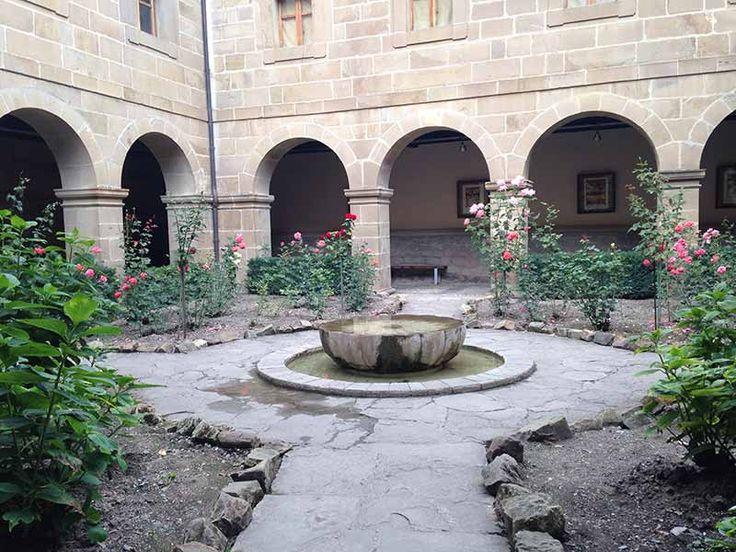 Claustro del monasterio de Santo Toribio - Camino Lebaniego - 2017 Año Jubilar Lebaniego - #Cantabria #Spain