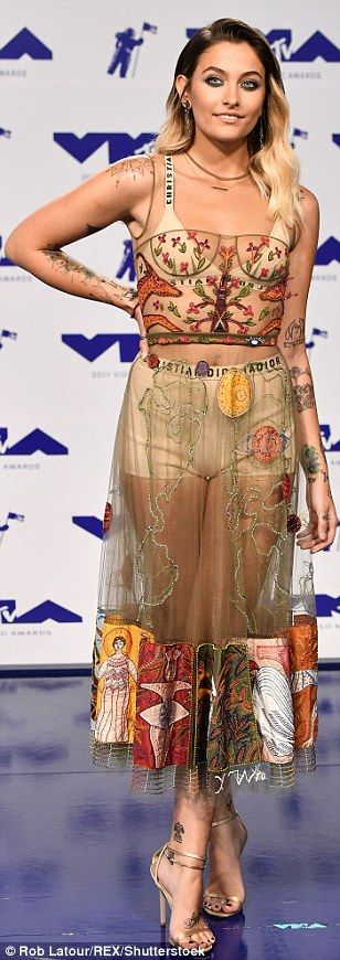 Paris Jackson| VMAs 2017| (Honestly lowkey love this dress...i'm not mad at it. It fits her perfectly)