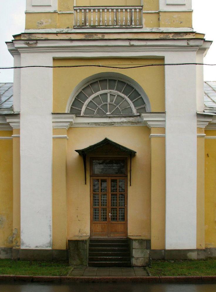 Maison des Cavaliers et Eglise Sainte Croix - Peterhof - Construite en 1798 par l'Architecte FP Brouwer.