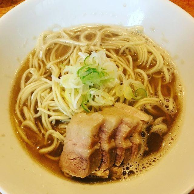 いつしかの休憩のお昼に行ったラーメン屋さん✨ 見つけるのに少々苦労しました😣💦 上司にすすめられたのですが、めちゃめちゃ好きな感じでした✨ 肉も噛むか噛まないかくらいでとろける感じで非常においしかったです✨ ただ、量が少々少ない気がしました💦 また行きます✨  #東京 #赤羽 #ランチ #昼食 #ごはん #休憩 #仕事 #ラーメン #蕎麦 #中華そば #肉そば #煮干し #肉 #野菜 #麺 #電車 #駅 #駅チカ #おすすめ #スープ #おいしい #うまい #ファッション #旅 #ネギ #インテリア #時間 #商店街 #楽しい