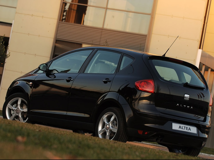 Seat Altea, loved it. 370.000 km and no problems.