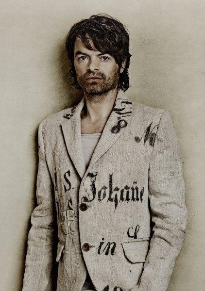 Eine Jacke namens Ferdinand: Die Mehlsäcke gibt es auch für den Herrn - die Antiquitäten aus Stoff sind Unikate.