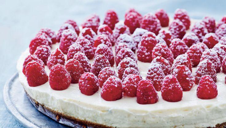 Hurtig og nem cheesecake. Hindbærrene supplerer den lidt fede kage godt med deres syrlighed og sødme