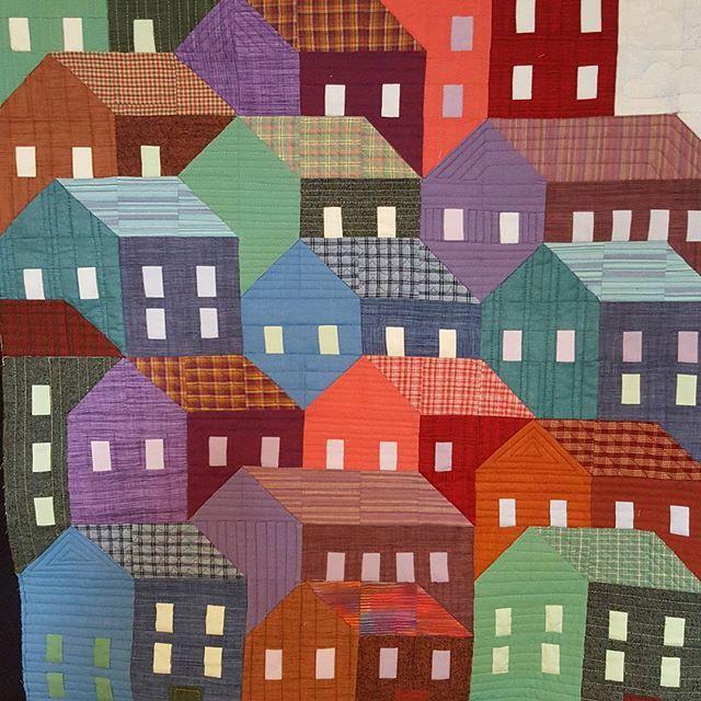 Customer quilt....cute wallhanging. #hillsidehousesqal #prettylittlequilts