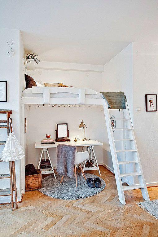 Zona de trabajo en casa: bajo un altillo