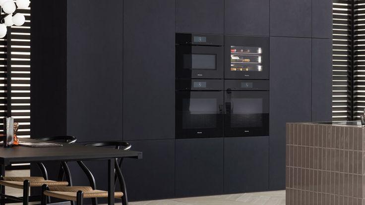 Miele inbouwapparaten met de Miele inbouw-wijnklimaatkast van 45 centimeter geschikt voor 18 wijnflessen #wijnklimaatkast #inbouwapparaten #oven #miele