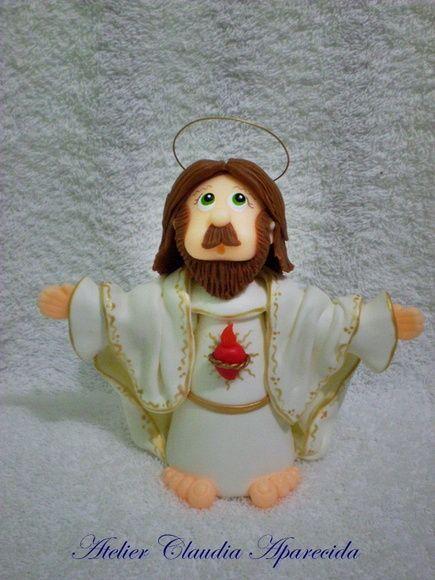 Jesus Cristo Ressuscitado modelado em biscuit com características infantis.  Elo7 - Atelier Claudia Aparecida