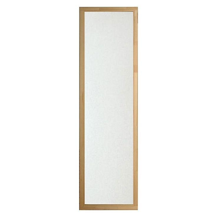 Bastufönster i klarglas som släpper in ljus och rymd med begränsad insyn. Ett fönster gör att bastun känns mindre instängd och tillför en extra dimension av lyx.