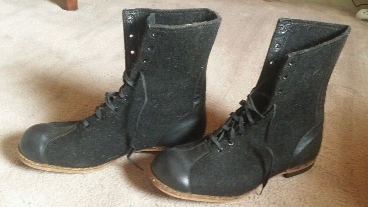 You are bidding on a vintage pair of WWII Air Force wool flight boots size 11. As you can see from the pictures they still look brand new almost. I also have other vintage military items up for sale so please check  them out. This kind of antique is not my specialty  but feel free to email with any questions and I'll do my best to find  the answer.Thanks for looking. | eBay!