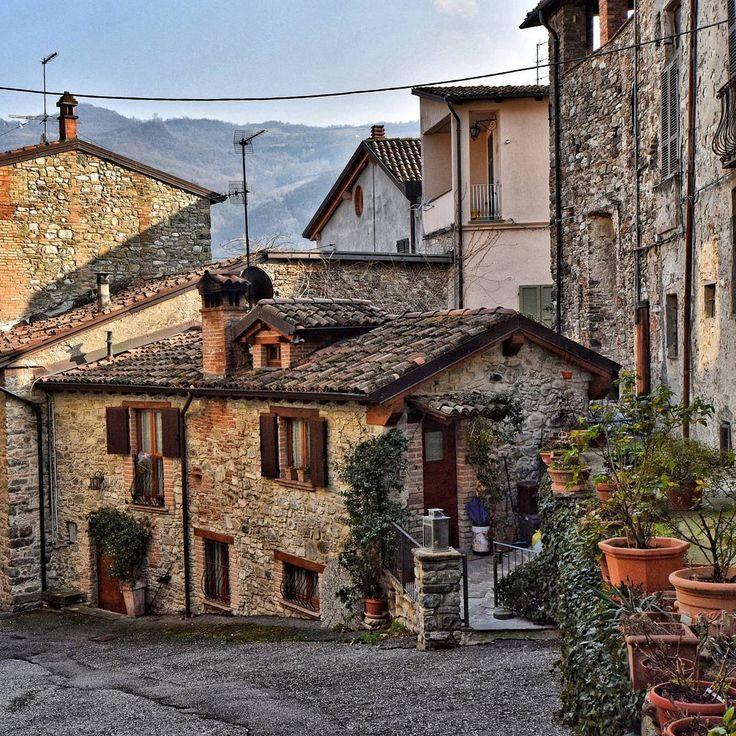 #volgoitalia #vivo_italia #loves_madeinitaly #visititalia #italia_landscape #italia_da_scoprire #loves_mediterraneo #italy_hidden_gems #top_hdr_photo #italian_place #borghitalia #top_italia_photo #ig_italy #instaitalia #kings_villages #italy_vacations #wonderful_places #beautifuldestinations #bestvacations #worldplaces #igersitalia #theglobewanderer #yallersitalia #italian_trips #ig_italia #italianlandscapes #gf_italy #don_in_italy #italiainunoscatto @awesome.pix @awesomedreamplaces…