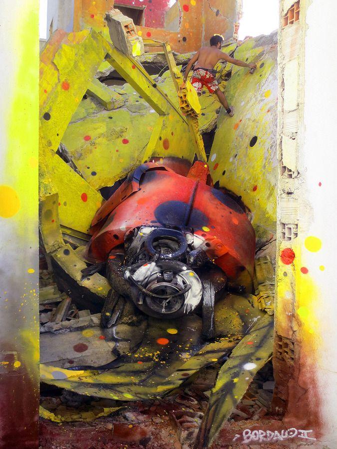 Coccinelle - Le Sculpteur Portugais Bordalo II, fabrique des Créatures Exceptionnelles entièrement réalisées avec des Déchets. L'Artiste allie donc son Talent et ses préoccupations sur l'Environnement pour nous offrir des Sculptures Magnifiques qui ornent si bien les Murs de sa Ville.
