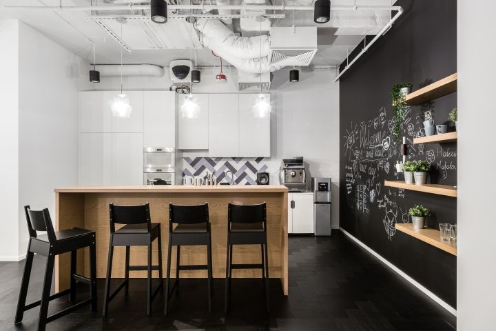 Euronet Office By The Design Group Warsaw Poland Retail Design Blog Office Interior Design Minimalist Kitchen Office Interiors