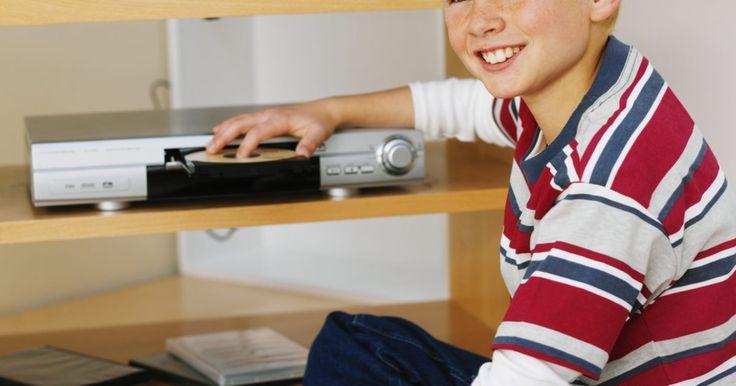 Cómo desbloquear un reproductor de dvd sony. Si compras un DVD de otro país y tratas de reproducirlo en un reproductor Sony, podrías ocurrir que el aparato no reconozca el disco. Esto es debido a la codificación por regiones, la cual se les añade a la mayoría de los DVD para evitar que sean vistos en dispositivos fabricados en otras zonas. Para reproducir un disco de video digital con una ...