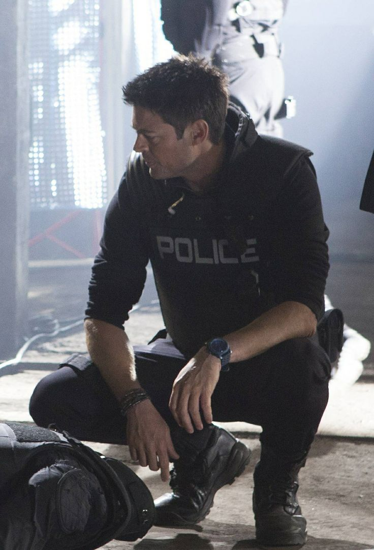 Karl Urban as John Kennex in Almost Human (Karl Urban International). I'm developing a real *thing* for that bullet-proof vest, but you can't blame me, can you?