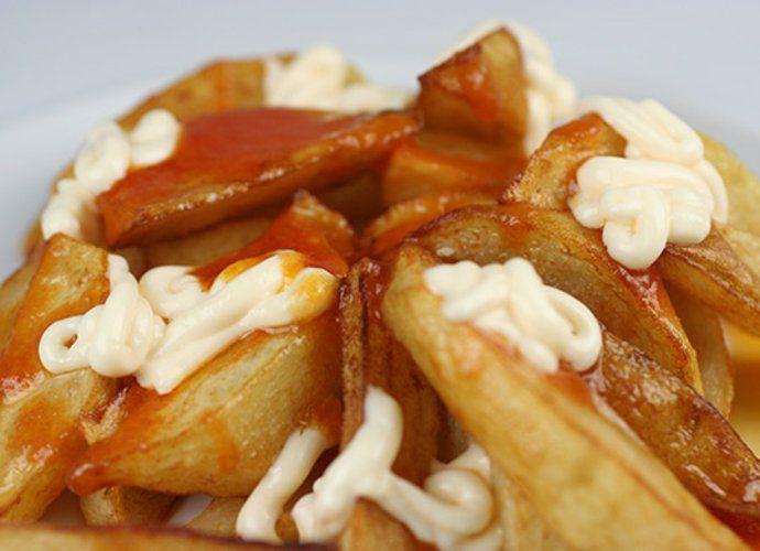 Patatas bravas con chorizo y guindillas para #Mycook http://www.mycook.es/cocina/receta/patatas-bravas-con-chorizo-y-guindillas