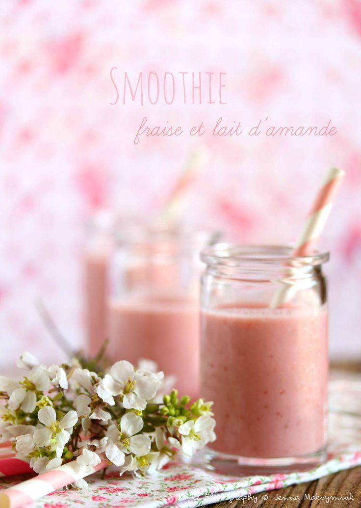 Smoothie fraise et lait d'amande et graines de lin