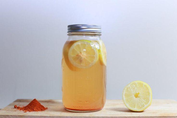 Η σπιτική λεμονάδα είναι ευεργετικό αναψυκτικό για τον οργανισμό. Εκτός από δροσιστική, είναι πλούσια σε βιταμίνες και θρεπτικά συστατικά και βοηθάει στην καλύτερη λειτουργία του οργανισμού, αλλά και στην προστασία του από ασθένειες και λοιμώξεις. Το νερό με λεμόνι θεωρείται το καλύτερο φυσικό τονωτικό. Το πρωί ο οργανισμός είναι αφυδατωμένος και χρειάζεται νερό για να …
