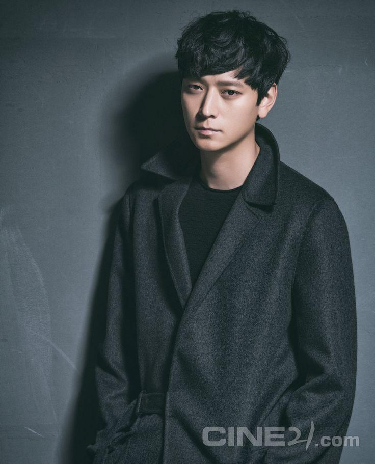Kang Dong Won - Cine21 Magazine vol. 1085