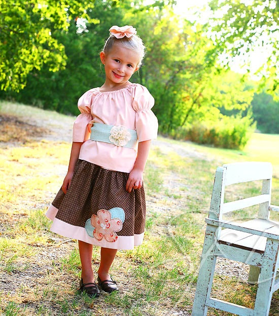 This is so adorable. I love homemade clothes that are different and beautiful